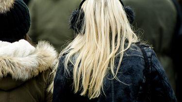 Een foto van winterjassen die welkom zijn op winterjassendag