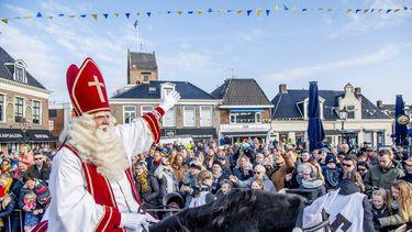 Een foto van de intocht van Sinterklaas in het Friese Grou