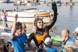 Maarten van der Weijden zwemt geschiedenis