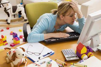 Op deze foto zie je een vrouw met een burnout
