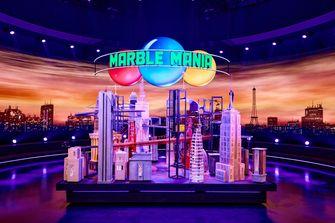 Een foto van een van de knikkerbanen van Marble Mania
