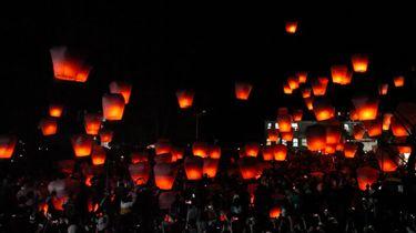 Vlog Reismeisjes: Naar lampionnenfestival in Pinxi