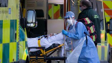 Een foto van de ambulancedienst van Londen met weer een coronaslachtoffer