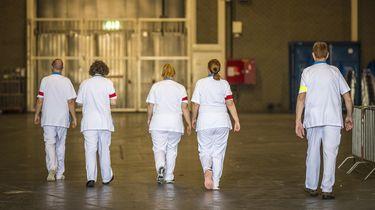Het belang van de zorg blijkt door het coronavirus. Toch zijn zorgmedewerkers nog steeds niet tevreden over de arbeidsomstandigheden.