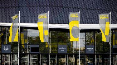 Een foto van vlaggen voor Rotterdam Ahoy