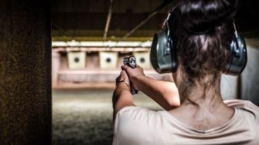 Kabinet wil ras en afkomst weten bij aanvraag wapen