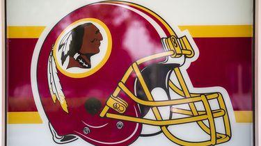 Op deze foto zie je het logo van footballclub Redskins