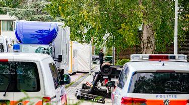 De politie doet onderzoek op de plek aan de Imstenrade in Buitenveldert waar advocaat Derk Wiersum is doodgeschoten.
