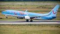 Een foto van een opstijgend vliegtuig van TUI