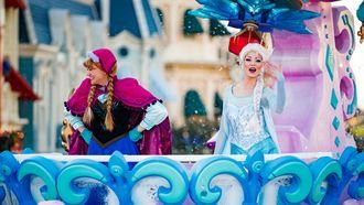 Esla en Anna van Frozen in Disneyland Parijs / Levin de Boer en Paula van de Meeren   ANP Kippa
