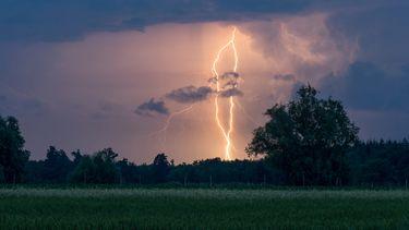 Onweer KNMI code geel regen zon weer