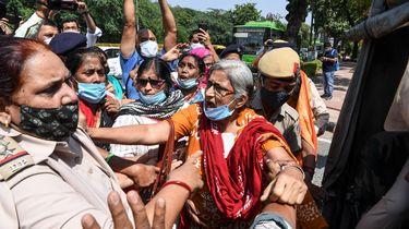 Op deze foto zijn demonstranten in New Delhi te zien.