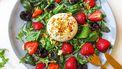 salade met aardbei, Burrata en getoaste amandel