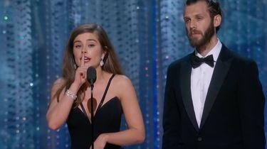 Actrice komt belofte na en speecht in gebarentaal