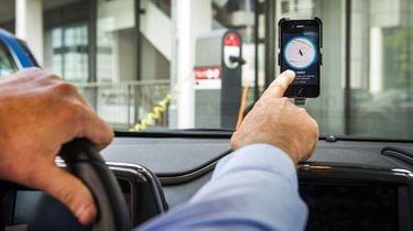 Snoer je taxichauffeur de mond met de 'Quiet Ride'