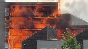 Appartementencomplex in Londen compleet in brand