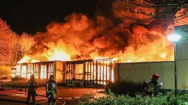 In basisschool De Triangel woedt een grote brand.