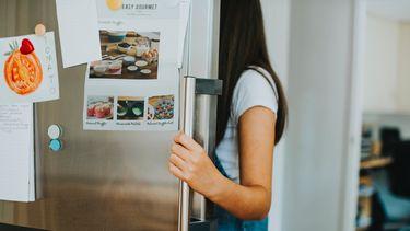 Telefoon afgepakt: meisje tweet via slimme koelkast