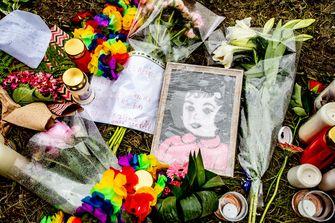Een foto van bloemen bij Pinkpop na het drama