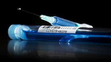 Op deze foto zie je illustratief een vaccin tegen corona