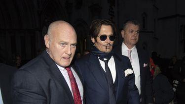 Acteur Johnny Depp verlaat de Royal Courts of Justice in Londen na afloop vaneen voorlopige hoorzittingin zijn smaadzaak tegen de Britse krant The Sun.