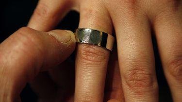 Nederlandse agent doet prachtig huwelijksaanzoek