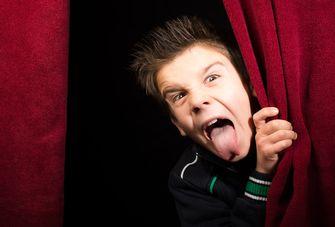Een foto van een tong uit stekend pittig kind
