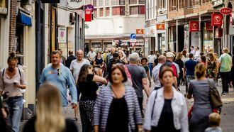 Publiek aan het winkelen in de Grote Houtstraat in Haarlem. Foto: ANP / Remko de Waal