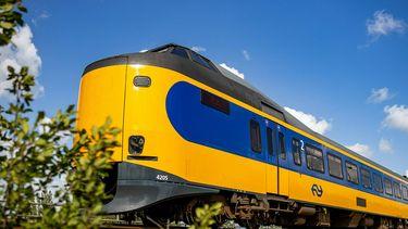 Een trein die voorbij rijdt