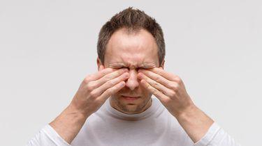 Foto van een persoon met droge ogen.