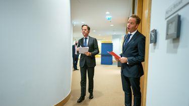 Een foto van Mark Rutte en Hugo de Jonge kort voor het aankondigen van de coronamaatregelen