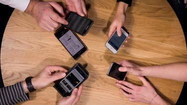 Smartphones zijn te hacken met trillende tafels