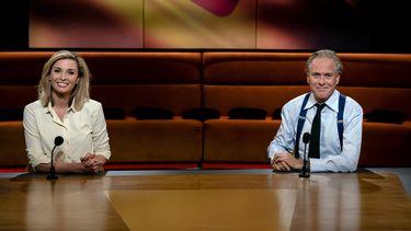 Een foto van presentatoren van Op1, netjes op afstand