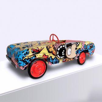 Een foto van een beschilderde auto door Loes van Delft