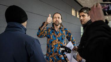 Een foto van Willem Engel van Viruswaarheid die strijdt tegen de avondklok