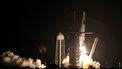 Op deze foto zie je de raket van spacex met bemanning