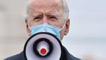 Een foto van Joe Biden die spreekt op Election Day