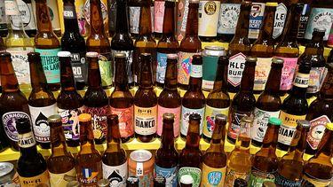 foto van heel veel bierflesjes