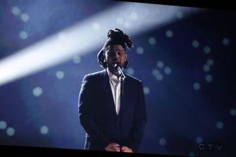 Foto van The Weeknd die op gaat treden bij de Super Bowl Halftime Show