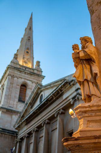 Op deze foto zie je St Paul's Pro-Cathedral, Valletta