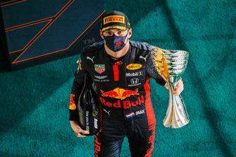 Een foto van Max Verstappen na zijn winst in Abu Dhabi
