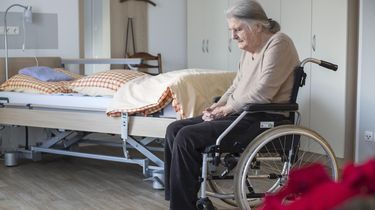 'Corona bezoekregeling in verpleeghuizen moet soepeler'