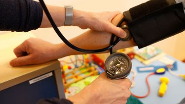Huisartsen krijgen er eenmalig tien euro per patiënt bij