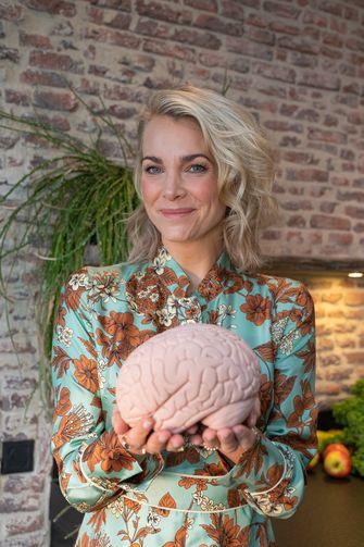 Een foto van Charlotte Labee met het brein