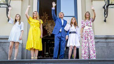 Koning spreekt Nederland toe: 'Geniet ervan, op afstand, maar samen'