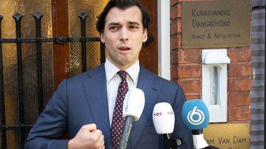 Een foto van Thierry Baudet voor zijn partijkantoor