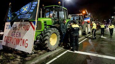 De boeren zijn terug: Via A12 Den Haag binnen