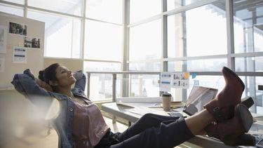 """Start week van de werkstress. Deskundige: """"We moeten meer luieren."""