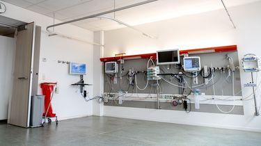 Op deze foto zie je een kamer in het Tergooi ziekenhuis ingericht als extra intensive care kamer.