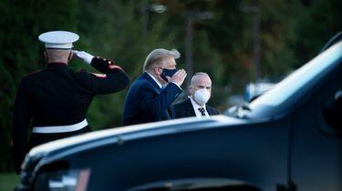 Steeds meer vertrouwelingen Trump besmet met coronavirus